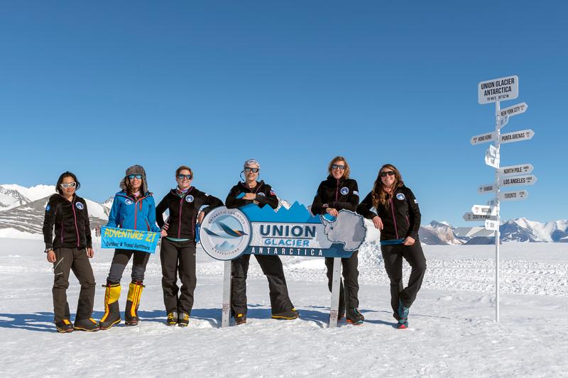 Climb Antarctica Women -1-11-18098858.jpg