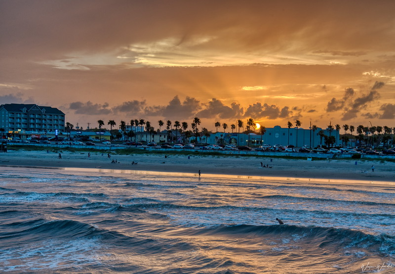 20190620_Galveston_Island_Surfer_Sunset_750_1907.jpg