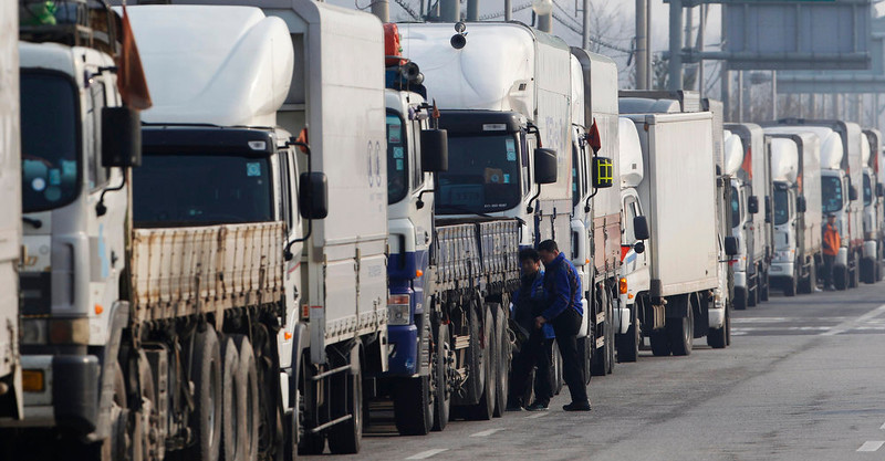 . South Korean truck drivers take a rest next to their trucks as they wait to enter the Kaesong industrial complex in North Korea at the South\'s Customs, Immigration and Quarantine (CIQ) area, just south of the demilitarised zone separating the two Koreas, in Paju, north of Seoul, April 4, 2013. North Korea closed access to a joint factory zone with South Korea on Wednesday, officials said, putting at risk $2 billion a year in trade that is vital for an impoverished state with a huge army, nuclear ambitions and a hungry population. REUTERS/Kim Hong-Ji