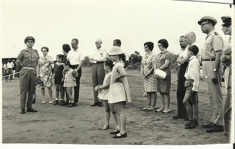 Inauguração da aldeia da Cacanda - 1968 Patuleia,  Maria Emília Bexiga, Lena Arrobas e filho Ze',.....Rosarinho Patuleia ( de chapeu) ,....Arrobas, Bexiga,  Secretário e administrador de Portugália