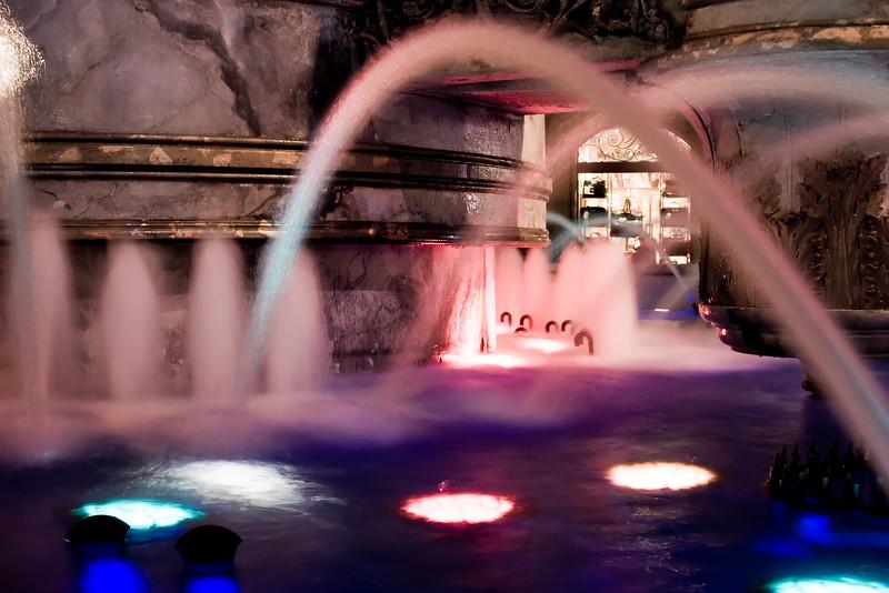 Caesar_s_Palace___Roman_Disco_Fountains.jpg