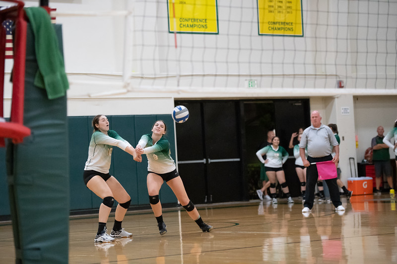 W-Volleyball-2018-10-03-6561.jpg