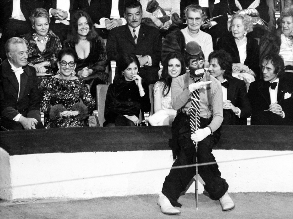 . American comedian Jerry Lewis performs as a clown at the 38th Gala de L\'Union des Artistes at the Cirque d\'Hiver in Paris, France, April 24, 1971.  Watching in the background are, from left, Italian film director and producer Vittorio de Sicca, opera singer Maria Callas, unidentified woman, Italian actress Gigliola Cinmetti and French singer Hughes Aufray.  (AP Photo/Michel Lipchitz)
