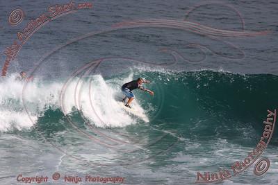 2008_06_11 - Surfing Uluwatu, BALI - Kurt