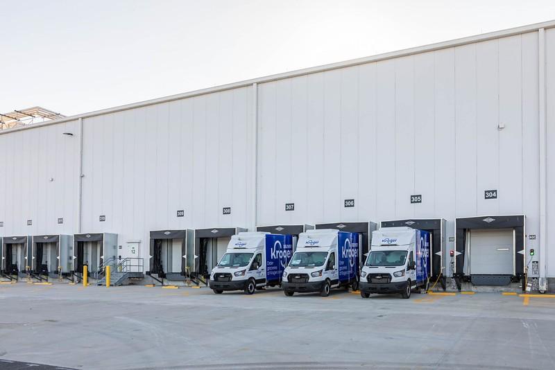 Kroger-Ocado-FC_Groveland_Exterior_Trucks-In-Loading-Dock-2_Small.jpg