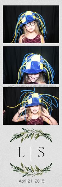 ELP0421 Lauren & Stephen wedding photobooth 18.jpg