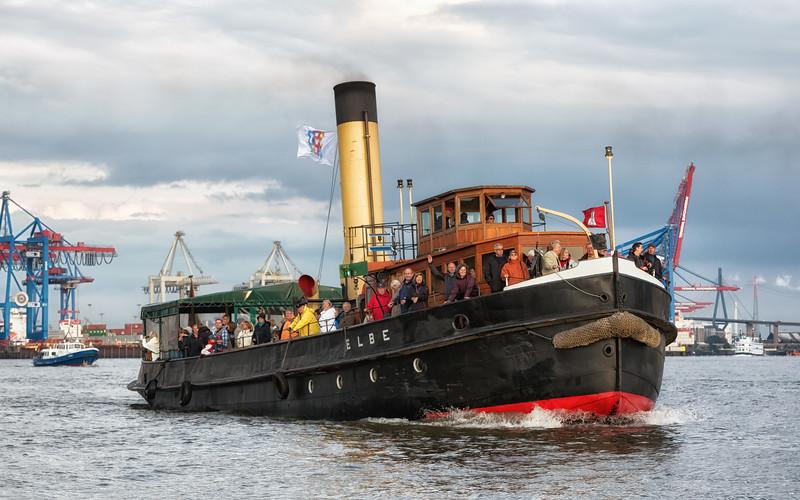 Dampfschiff Elbe auf der Elbe in Hamburg