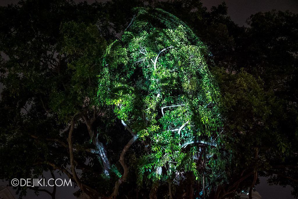 Singapore Night Festival 2017 / The Tree that Blinked by Karel Bata (UK) close-up