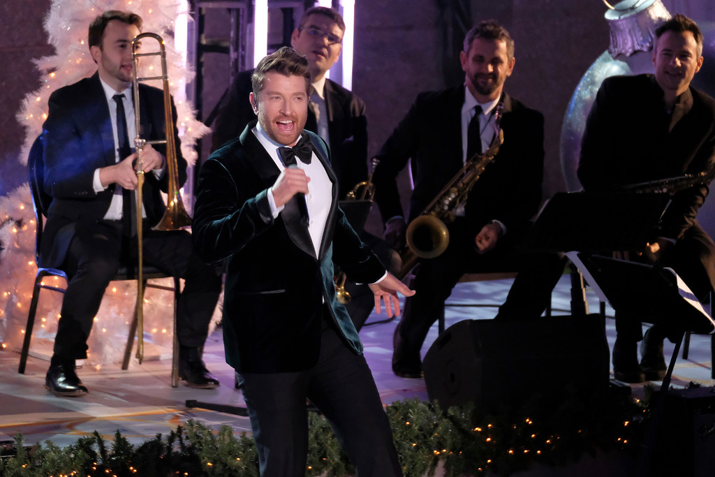 . Brett Eldredge performs during the 85th annual Rockefeller Center Christmas Tree lighting ceremony on Wednesday, Nov. 29, 2017, in New York. (Photo by Charles Sykes/Invision/AP)
