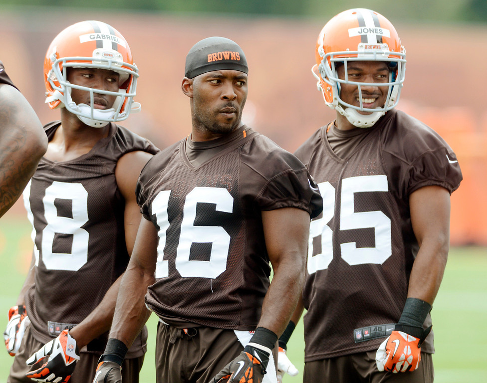 . Maribeth Joeright/MJoeright@News-Herald.com <p> Browns wide receiver Andrew Hawkins is flanked by teammates Taylor Gabriel, left, and Chandler Jones during mini camp in Berea, June 10, 2014.