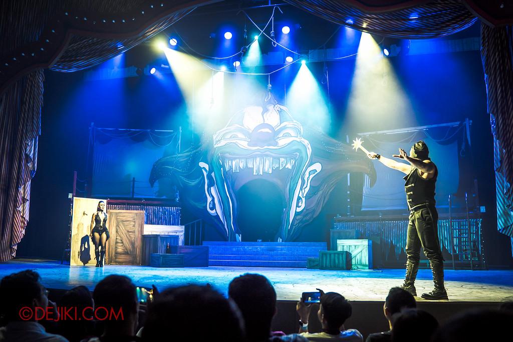 Halloween Horror Nights 6 - Jack's Recurring Nightmare Circus / Throwing Knives