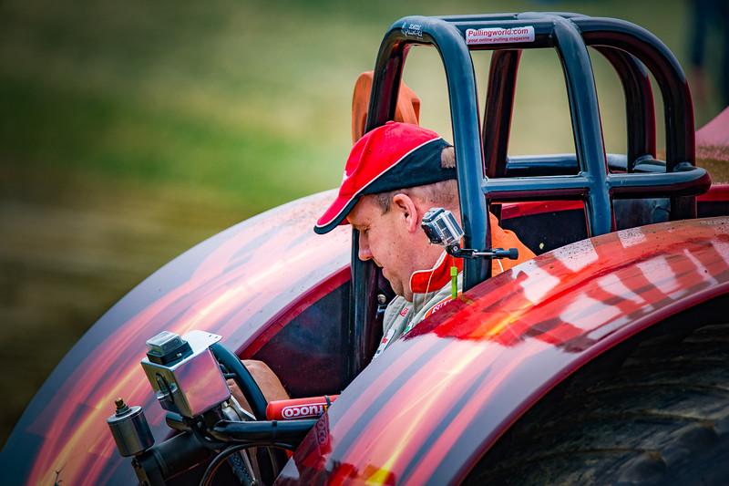 Tractor Pulling 2015-02367.jpg