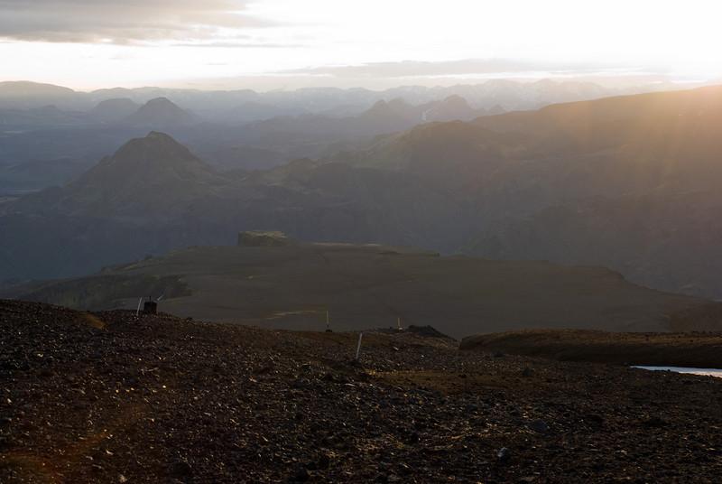 Farin að horfa niður norðan megin. Morinsheiði framundan. Kl. 4.05
