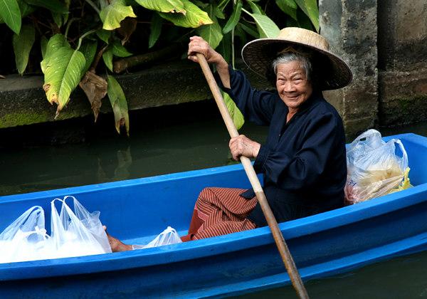 boatladysmall.jpg