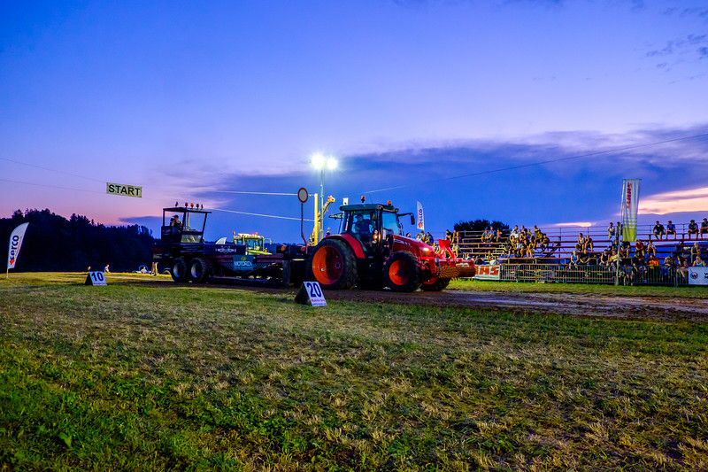 Tractor Pulling 2015-2086.jpg