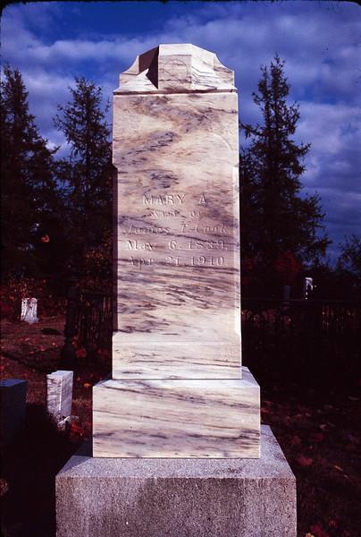 1978 09 gravestones 3.jpg