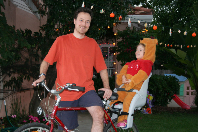 10/22 - We got some Halloween lights from eBay! Vinnie The Pooh is riding the bycicle with me. People on the street loved the funny sight.