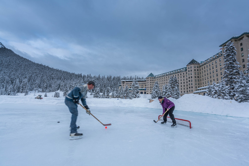 skating-on-lake-louise-3.jpg