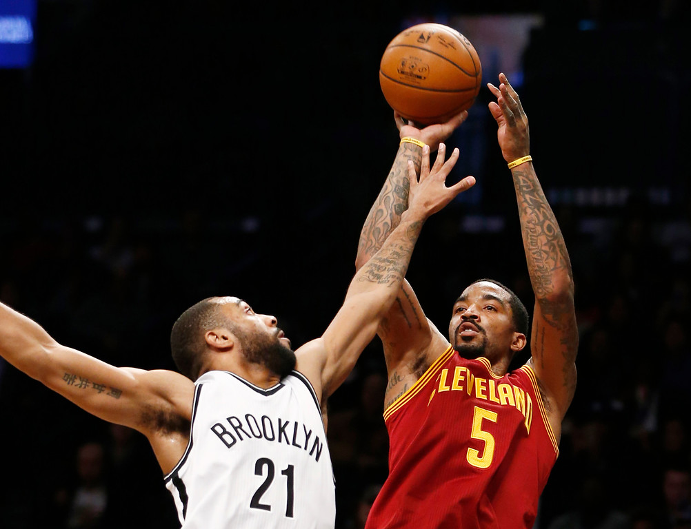 . Cleveland Cavaliers guard J.R. Smith (5) shoots over Brooklyn Nets guard Wayne Ellington (21) in the first half of an NBA basketball game, Wednesday, Jan. 20, 2016, in New York. (AP Photo/Kathy Willens)