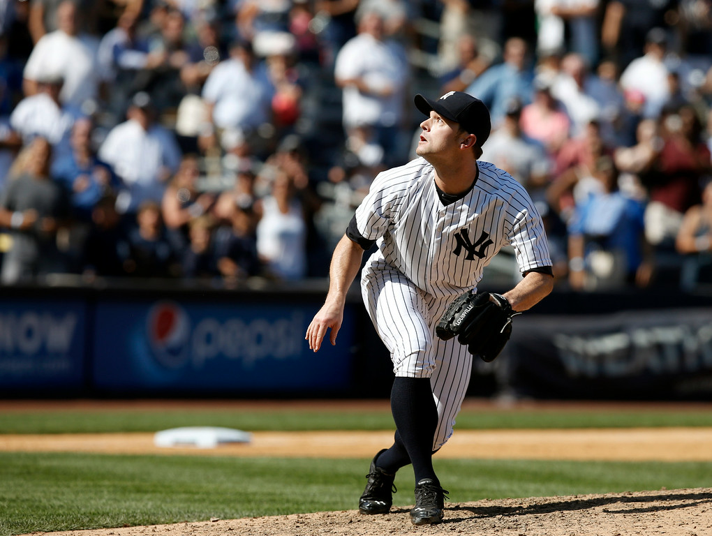 . New York Yankees relief pitcher David Robertson (30) watches as Don Kelly\'s ninth-inning pop out sails over his head for the final out in the Yankees 1-0 defeat for the Tigers in a baseball game at Yankee Stadium in New York, Thursday, Aug. 7, 2014.  (AP Photo/Kathy Willens)
