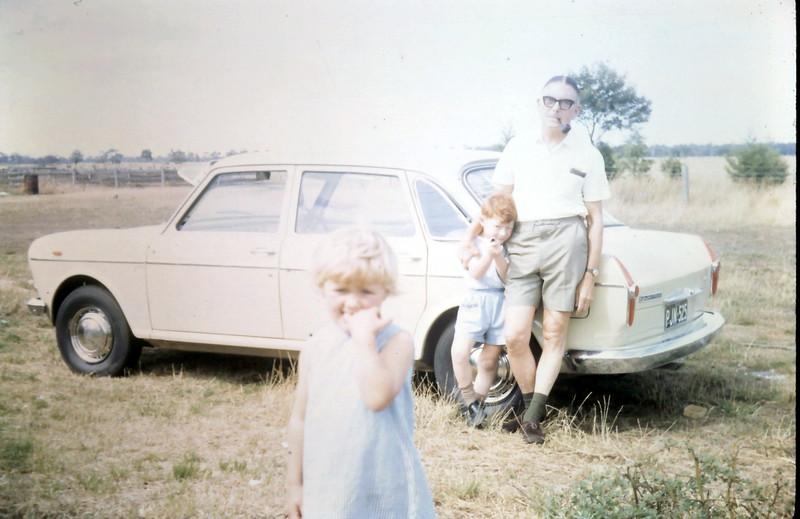 1968-12-20 (18) David 5 yrs, Susan 3 yrs 5 mths with Alex.JPG