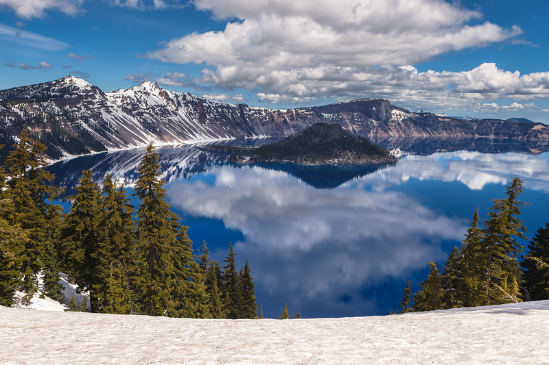 Crater Lake, Crater Lake National Park, Oregon, USA.