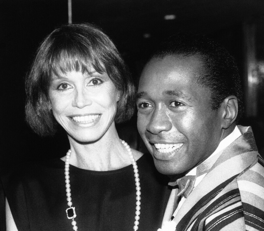 . Actress Mary Tyler Moore greets Ben Vereen at night, Tuesday, April 17, 1985 in New York�s Roseland Ballroom during a party for the cast of �Grind�. Vereen is one of the stars of the Broadway musical, which opened Tuesday night at the Mark Hellinger Theatre. (AP Photo/Frankie Ziths)