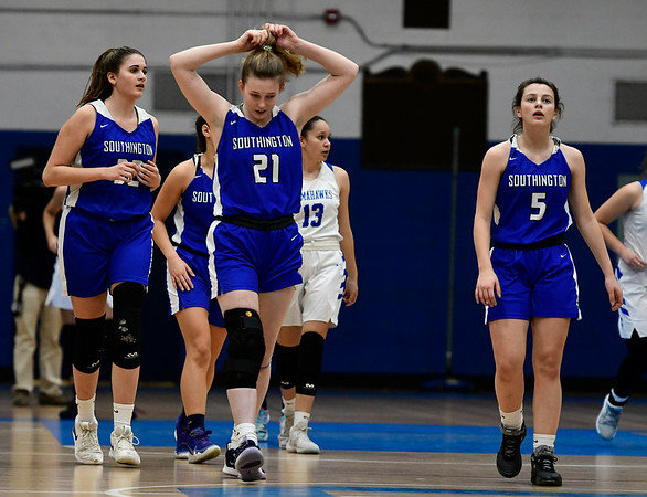 3/5/2020 Mike Orazzi | StaffrSouthington's Madison Hulten (21) during the Class LL Second Round of the CIAC 2020 State Girls Basketball Tournament at Glastonbury High School on Thursday night.