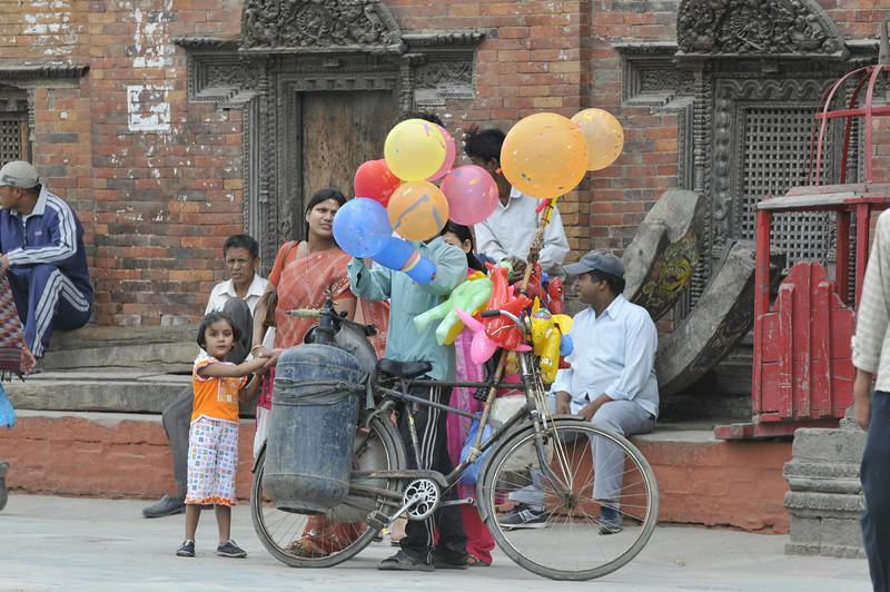 080523 3185 Nepal - Kathmandu - Temples and Local People _E _I ~R ~L.JPG