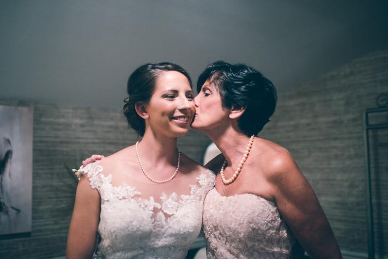 Philadelphia Wedding Photographer - Bernreuther-221.jpg