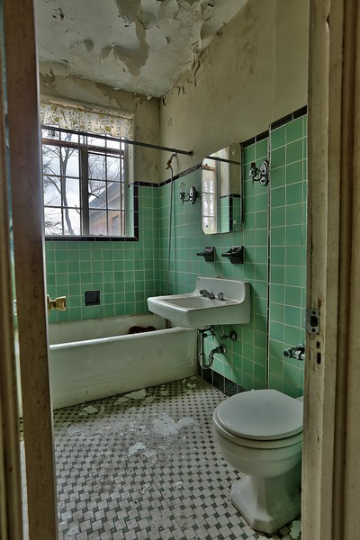 Abandoned Movie Producer's Mansion (12).jpg