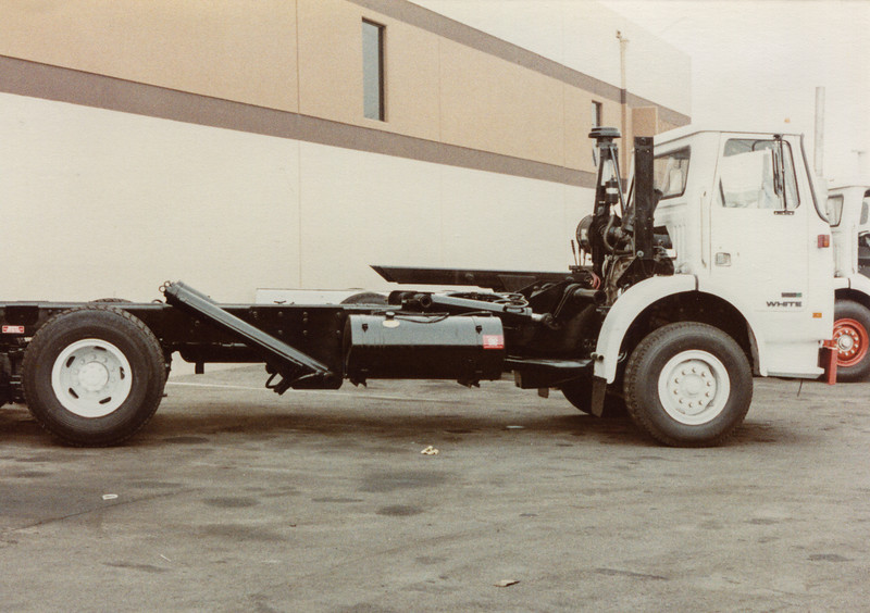 White WX Front Load Chassis