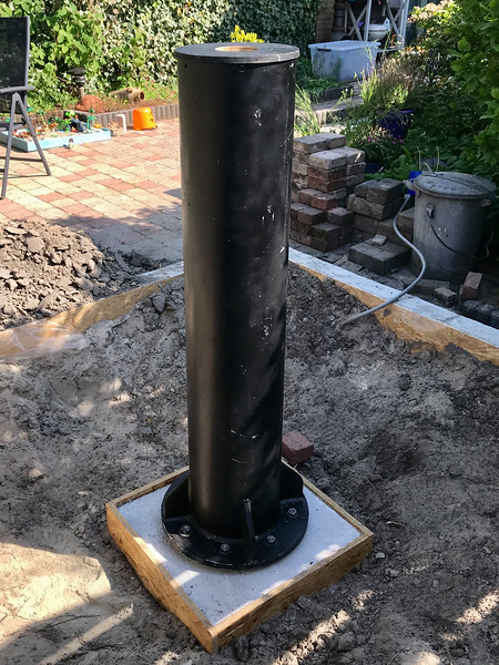 May 20, 2020: placing (and leveling) the pier on the concrete base.