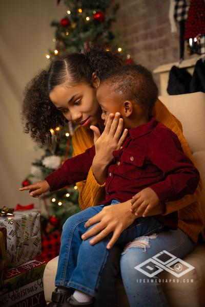 Toni and Family Christmas 2019-00817.jpg