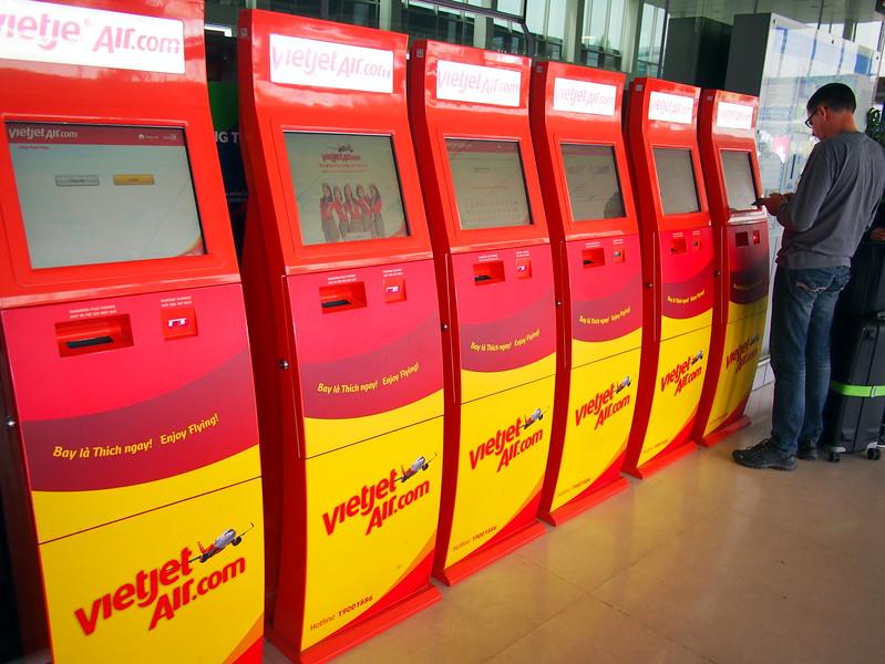 PC289379-vietjet-kiosks.JPG