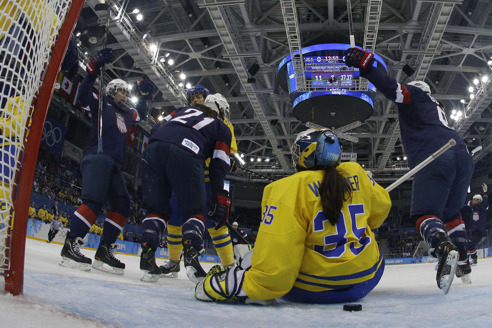 . US Alex Carpenter (L) scores in the nets of Sweden\'s goalkeeper Valentina Lizana Wallner (#35) during the Women\'s Ice Hockey Semifinals USA vs Sweden at the Shayba Arena during the Sochi Winter Olympics on February 17, 2014.        AFP PHOTO / POOL / BRIAN SNYDERBRIAN SNYDER/AFP/Getty Images