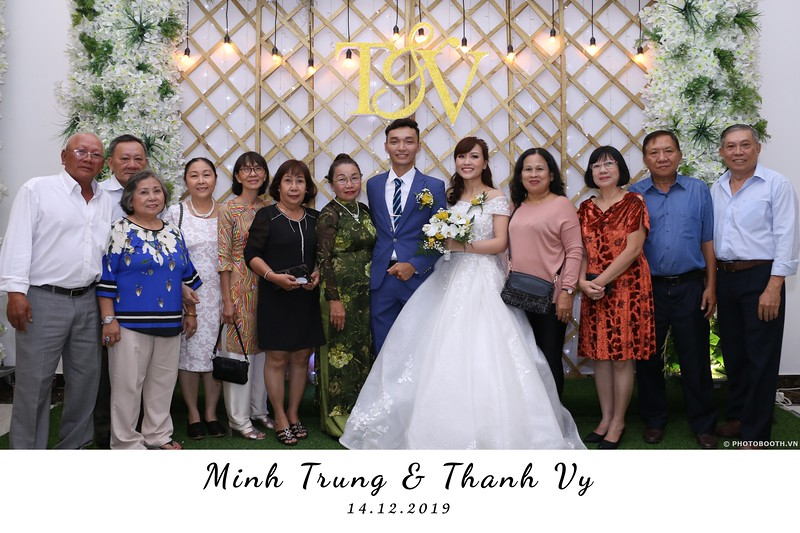 Trung-Vy-wedding-instant-print-photo-booth-Chup-anh-in-hinh-lay-lien-Tiec-cuoi-WefieBox-Photobooth-Vietnam-085.jpg