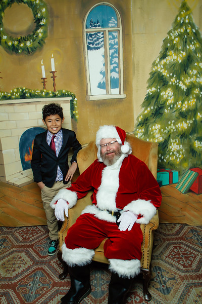 Pictures with Santa at Gezellig-113.jpg