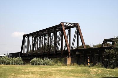 Rail Pics at the N. Trinity River Bridges 08-28-07