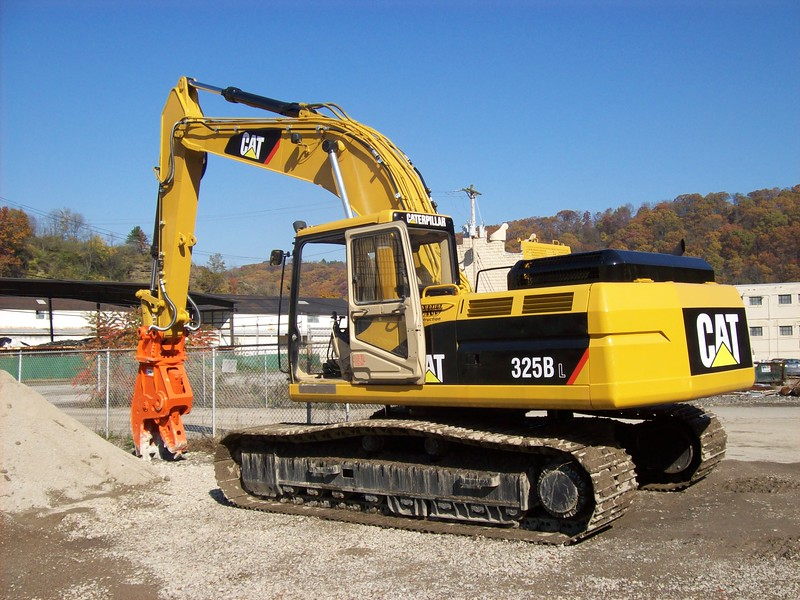 NPK U21J concrete pulverizer on Cat excavator at Carr Bros (13).JPG