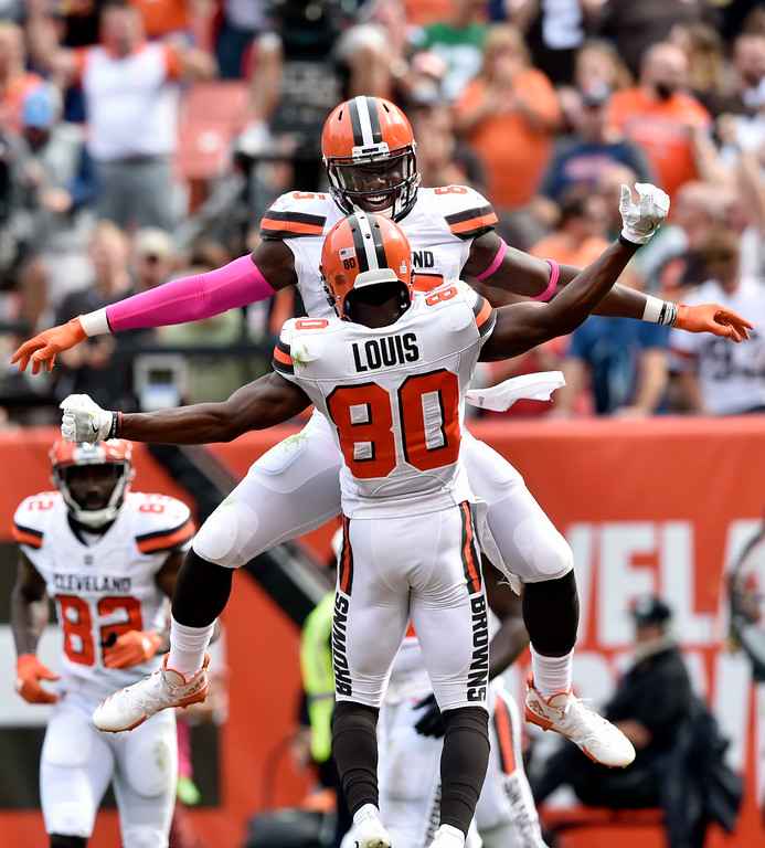 . Cleveland Browns tight end David Njoku, back, celebrates with wide receiver Ricardo Louis after Njoku scored a 21-yard touchdown during the second half of an NFL football game against the New York Jets, Sunday, Oct. 8, 2017, in Cleveland. (AP Photo/David Richard)