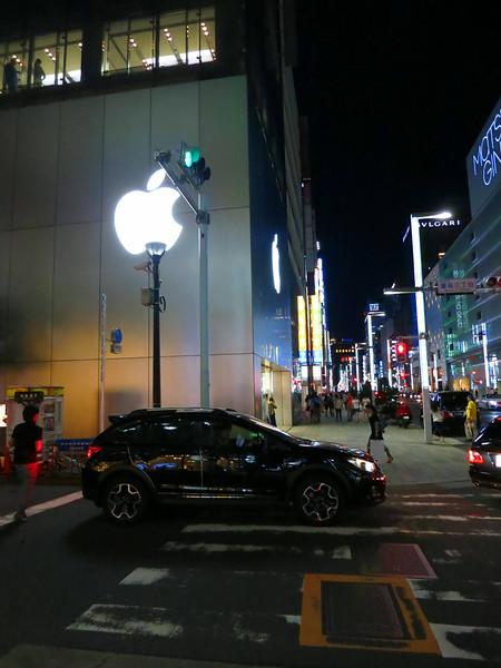 Ginza Apple 2470.jpg