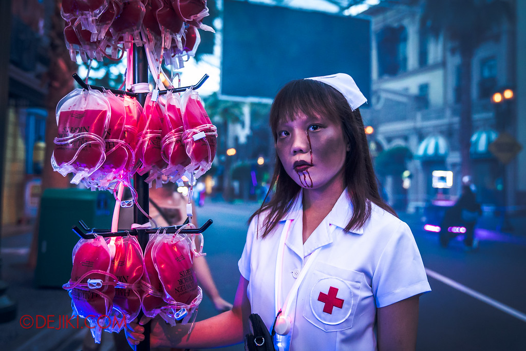 Halloween Horror Nights 6 - Opening Scaremony / Bloodbag Nurse
