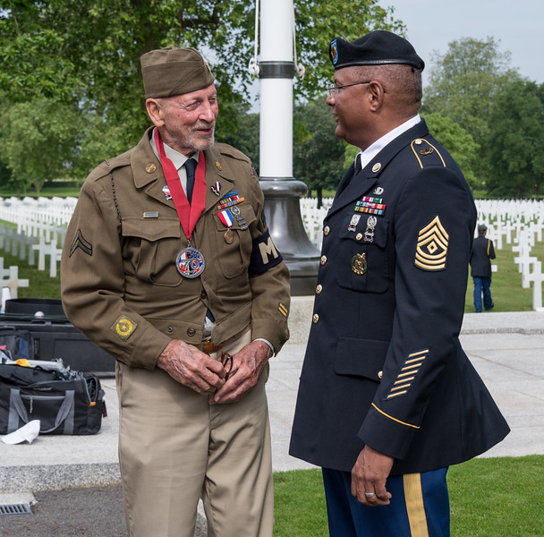 WWII veteran John Wolfe and a new acquaintance