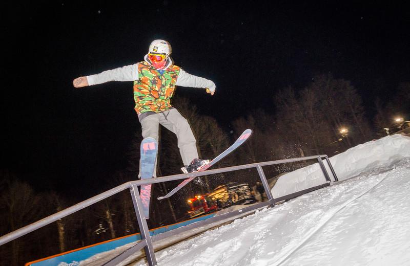 Nighttime-Rail-Jam_Snow-Trails-156.jpg