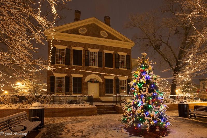 Snow on the square-4990.jpg