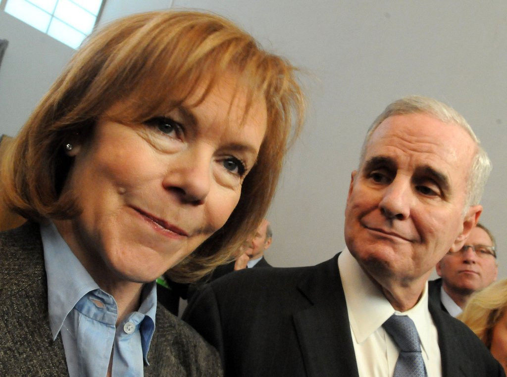""". <p>10. (tie) TINA SMITH <p>Mark Dayton�s new running mate is huge news to the half-dozen folks who can name his old running mate. (previous ranking: unranked) <p><b><a href=\'http://www.twincities.com/politics/ci_25058828/dayton-picks-chief-staff-tina-smith-running-mate\' target=\""""_blank\""""> HUH?</a></b> <p>   (Pioneer Press: John Doman)"""