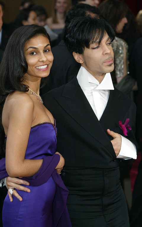 . Artist Prince and second wife Manuela Testolini attend the 76th Annual Academy Awards at the Kodak Theater on February 29, 2004 in Hollywood, California.  (Photo by Frazer Harrison/Getty Images)