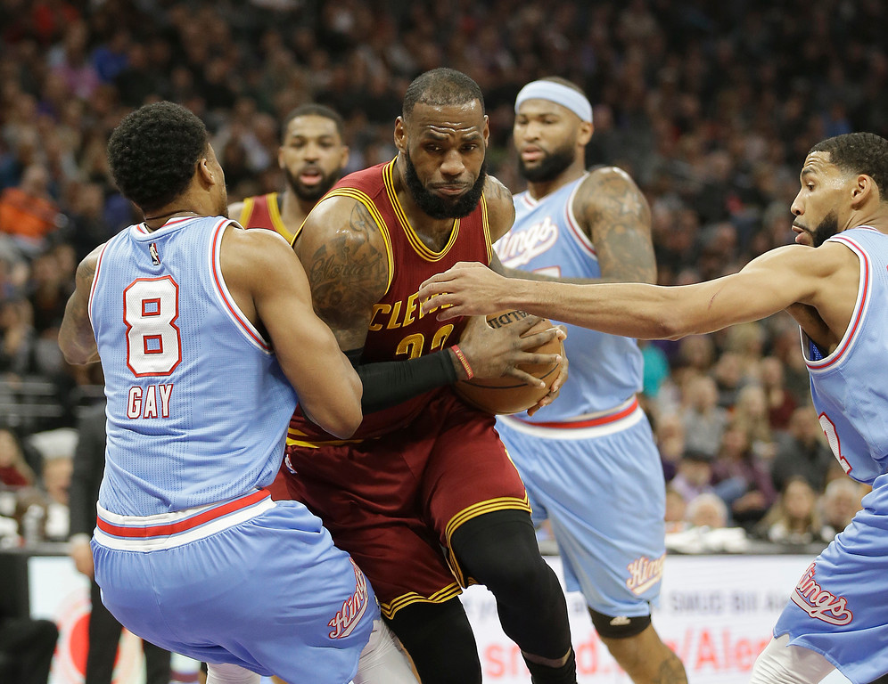 . Cleveland Cavaliers forward LeBron James, center, drives between Sacramento Kings\' Rudy Gay, left, and Garrett Temple during the first quarter of an NBA basketball game Friday, Jan. 13, 2017, in Sacramento, Calif. (AP Photo/Rich Pedroncelli)