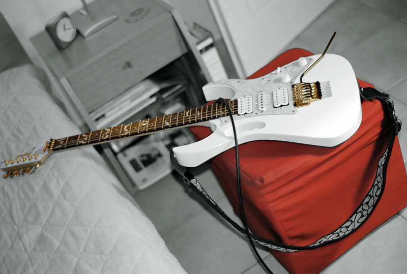 My guitar at home (Ilioupolis), Athens (May 2007)